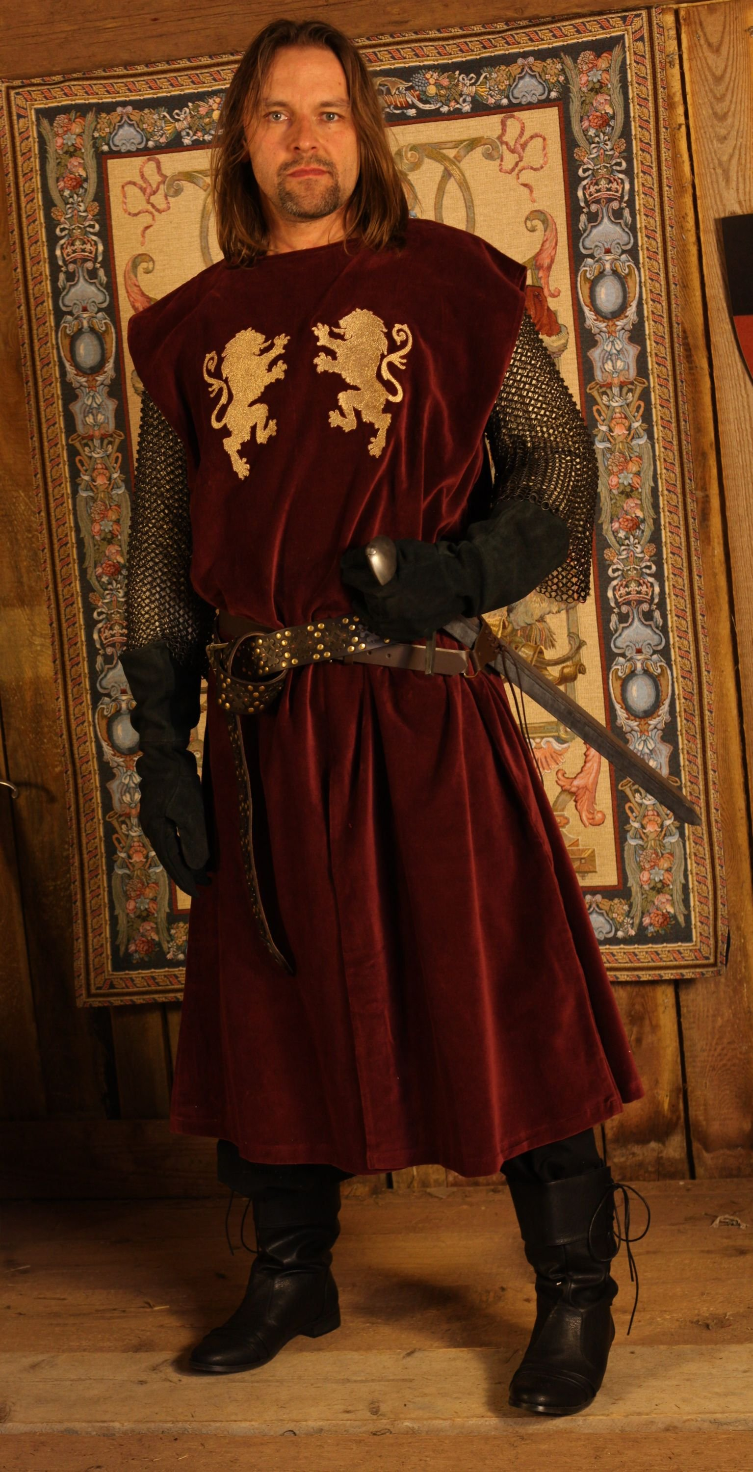 red tunic with lion embroidery order online with larp