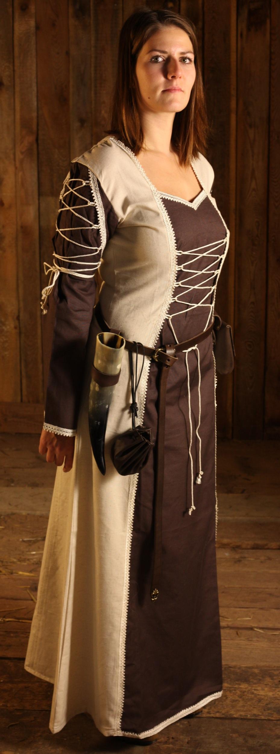 Medeltida klänning med snörning på ärmarna beställ på nätet - larp -fashion.se 8752857489c06